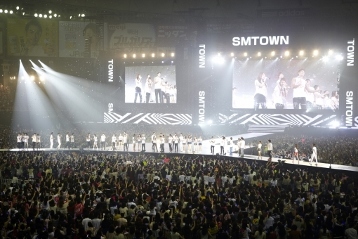 sm town to become the first international singers to hold
